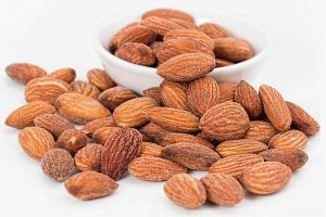 Health Benefits of Almonds and Side Effects