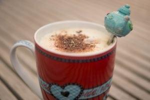 Caramel-chocolate tea-latte